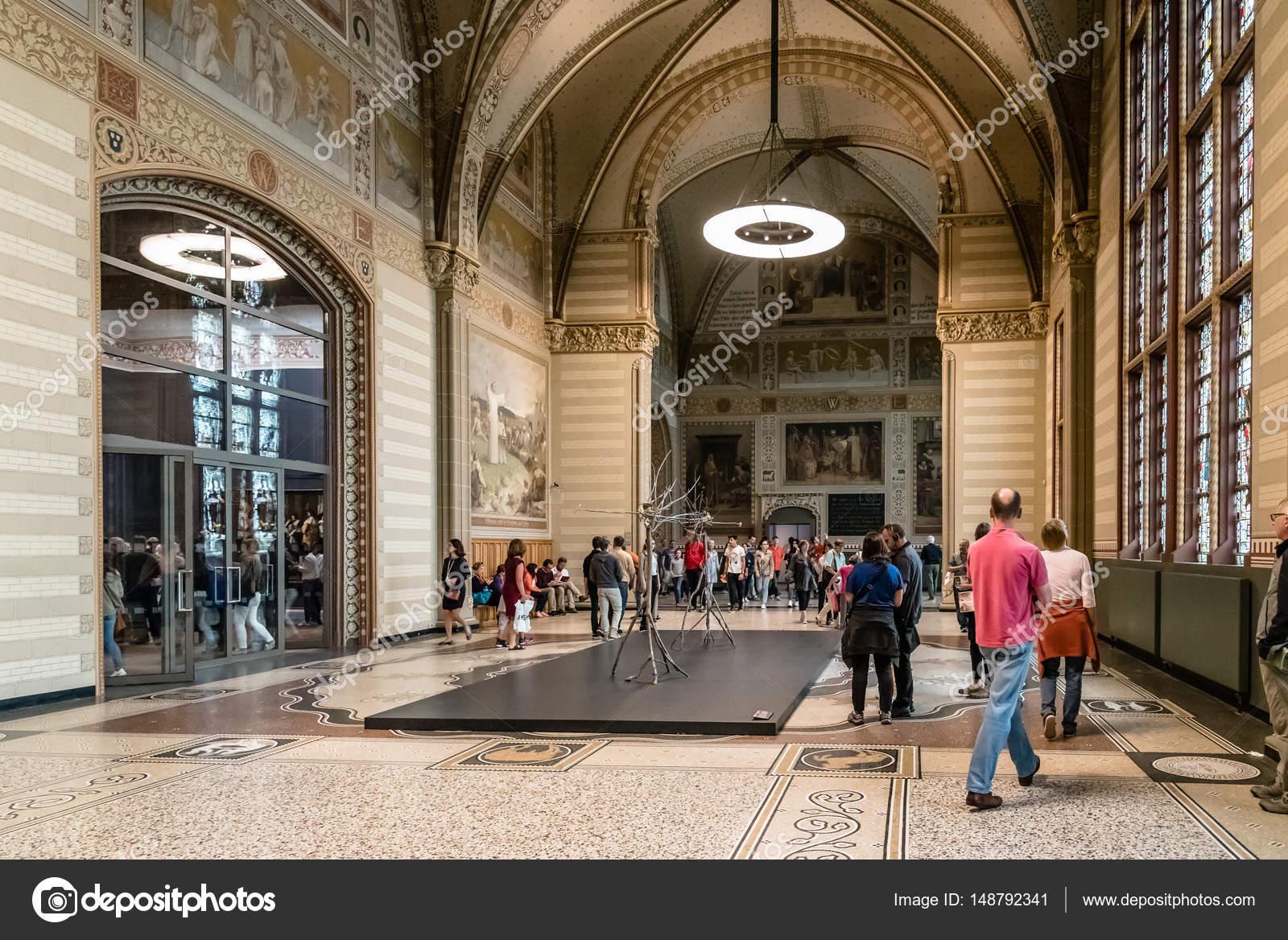 https://st3.depositphotos.com/4118055/14879/i/1600/depositphotos_148792341-stockafbeelding-interieur-van-het-rijksmuseum-in.jpg
