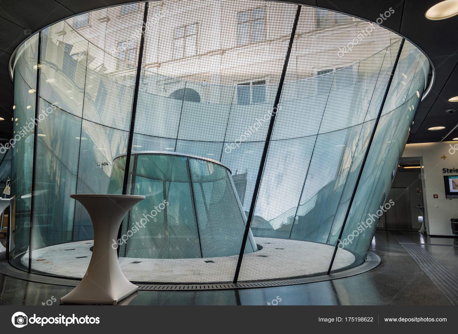 Dettaglio del lucernario nel museo di architettura moderna for Lucernario prezzo