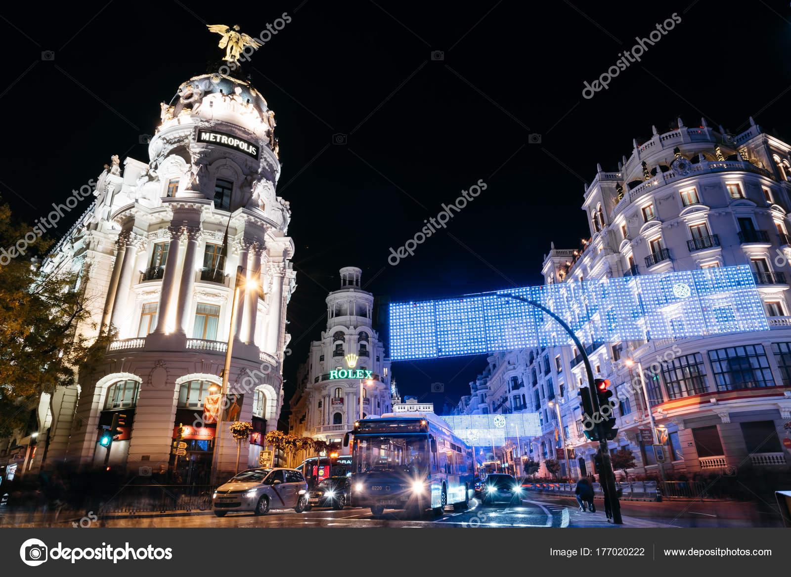 Gran Via Straße in Madrid in der Nacht auf Weihnachten mit Bele ...