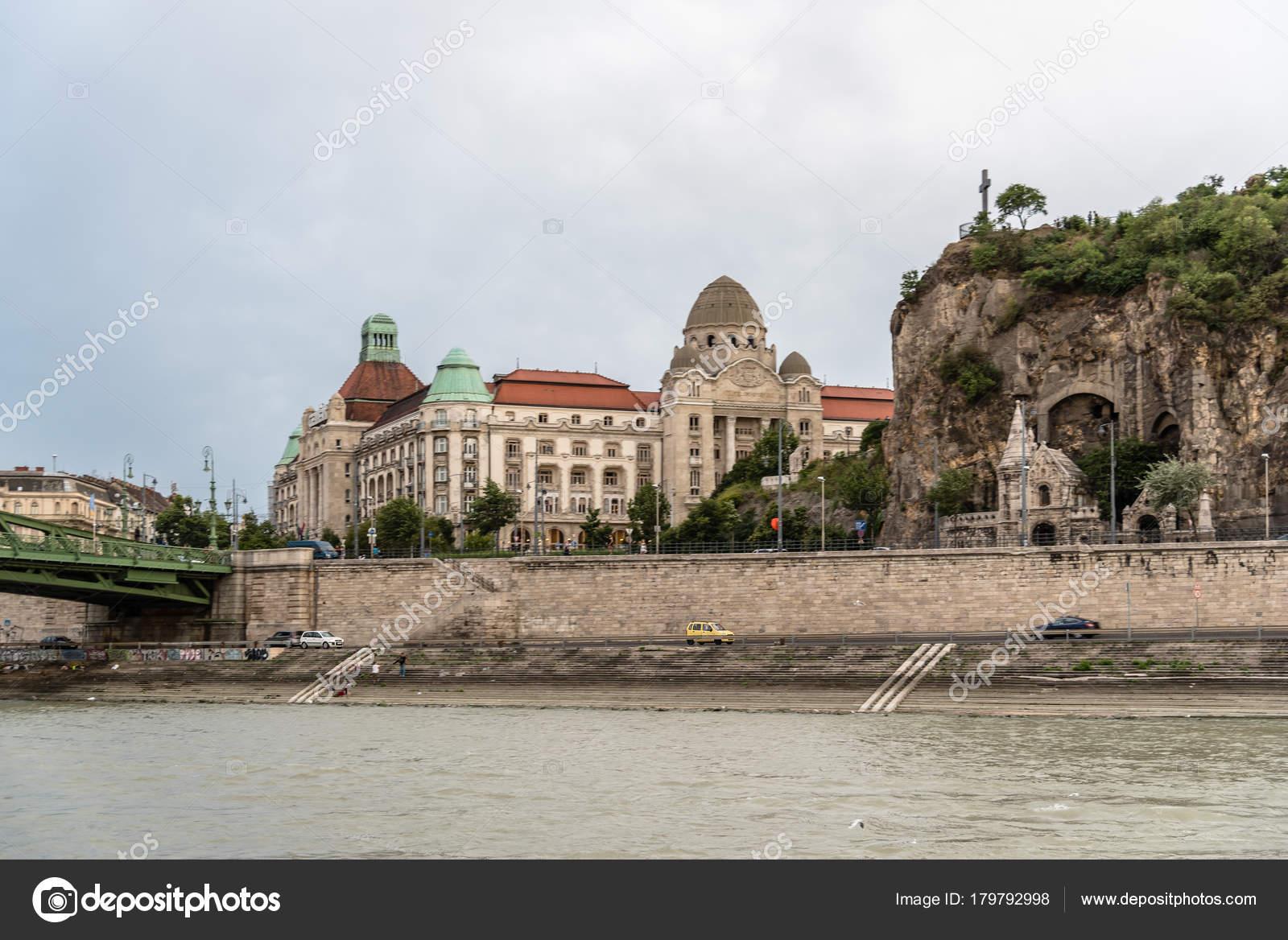 Bagni Termali Gellert : Bagno termale gellert e piscina a budapest u2014 foto editoriale stock