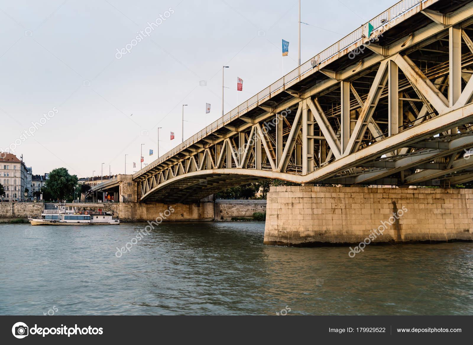 Gedicht Van Sándor Petőfi Brug Over De Rivier Donau In