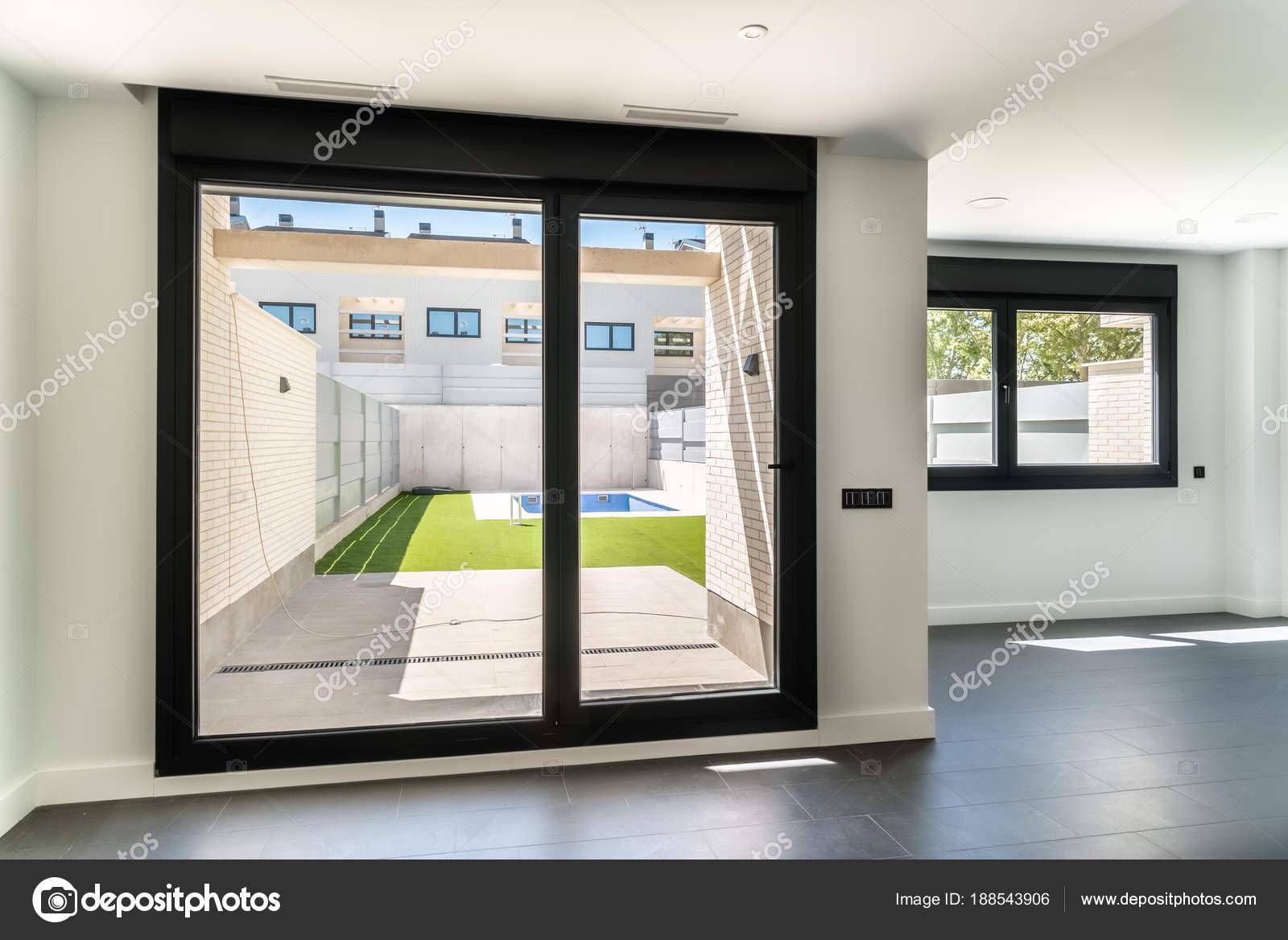 Moderne architectuur huis interieur u stockfoto jjfarquitectos
