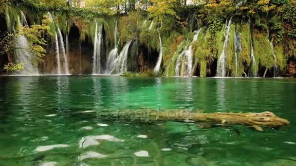 Plitvická jezera a vodopády v Chorvatsku
