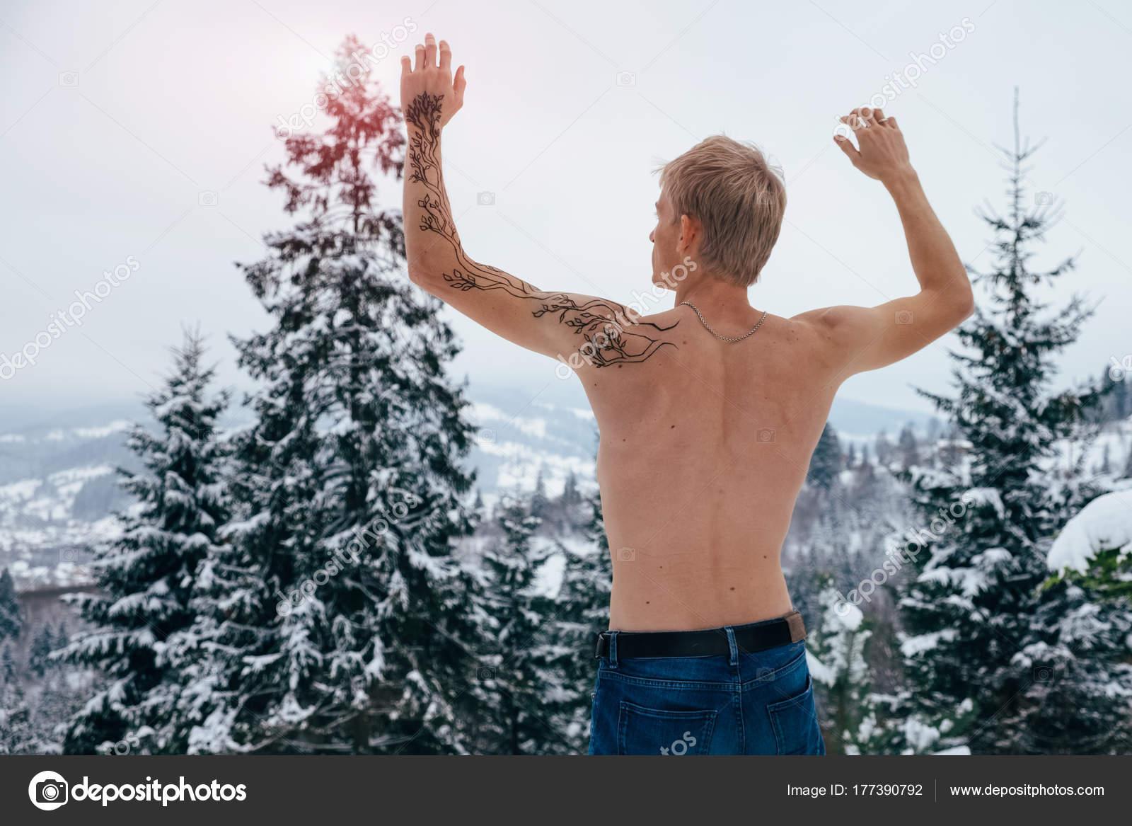 Fabulous Inspiratie en expressie concept, de man met tattoo in de winter fo @CH28