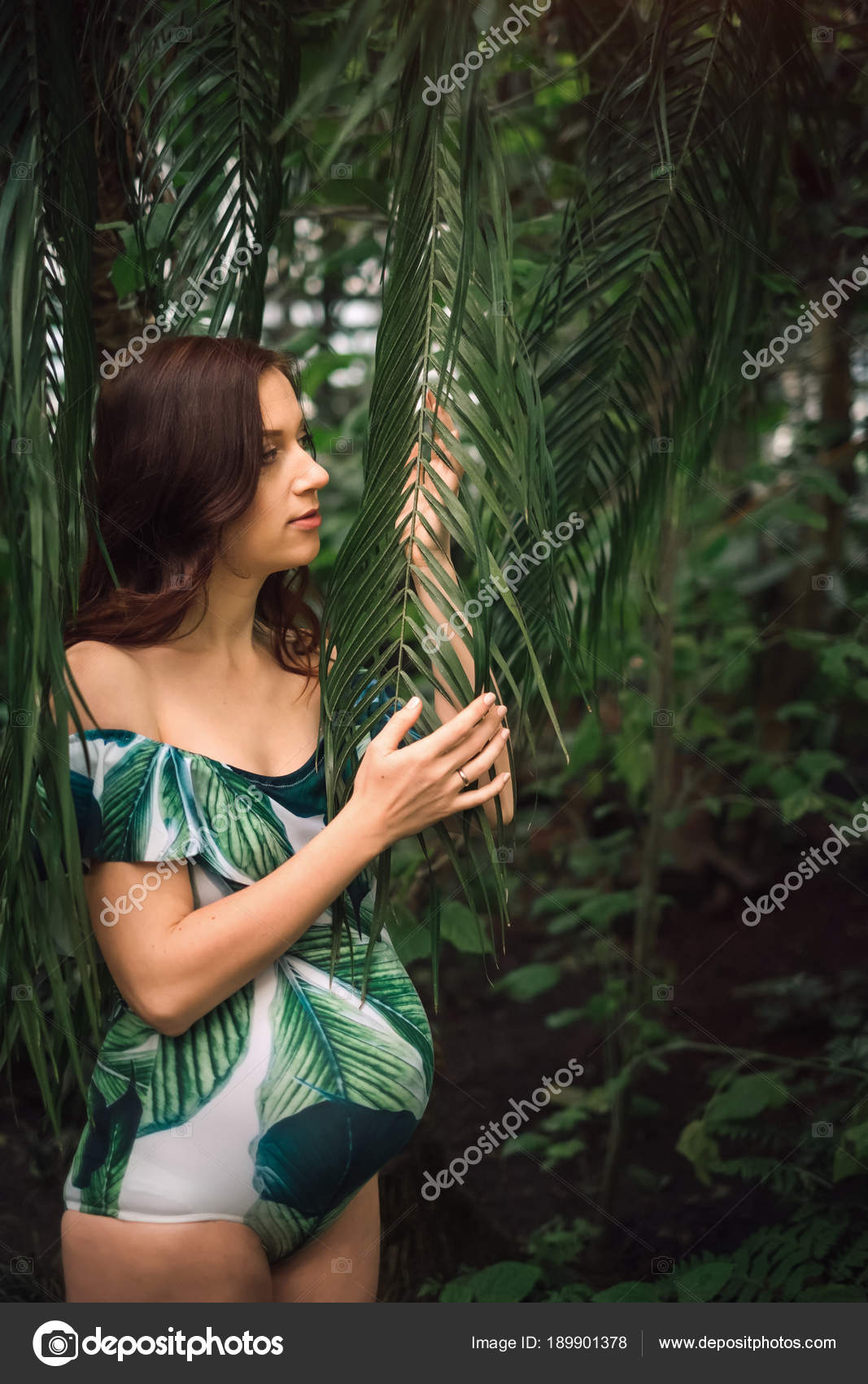 3ab4caea1baac Young pregnant caucasian redhead woman in swimsuit in palm leave — Stock  Photo