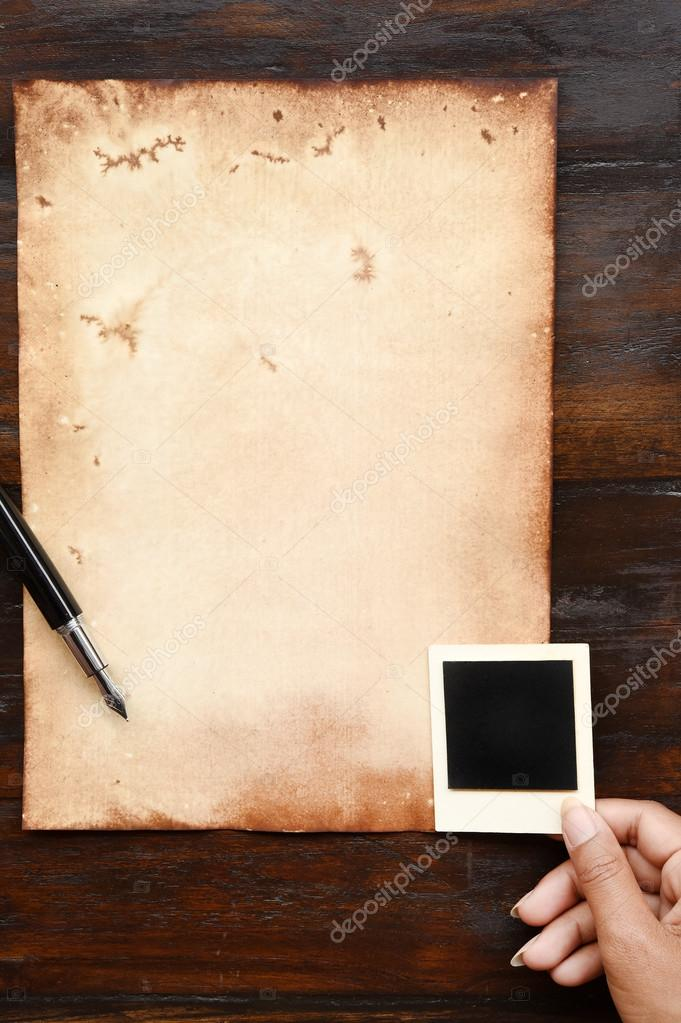 Altes Papier und Stift mit Fotorahmen — Stockfoto © nimon_t #127513756