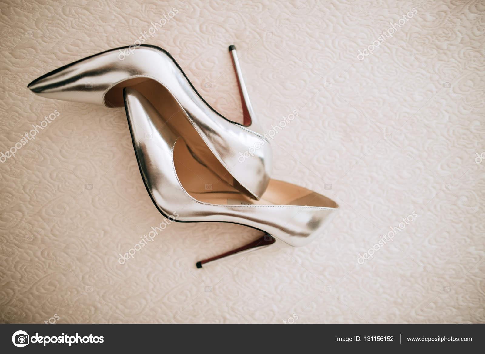 e527155ffea493 Silber Brautschuhe — Stockfoto © beorm  131156152