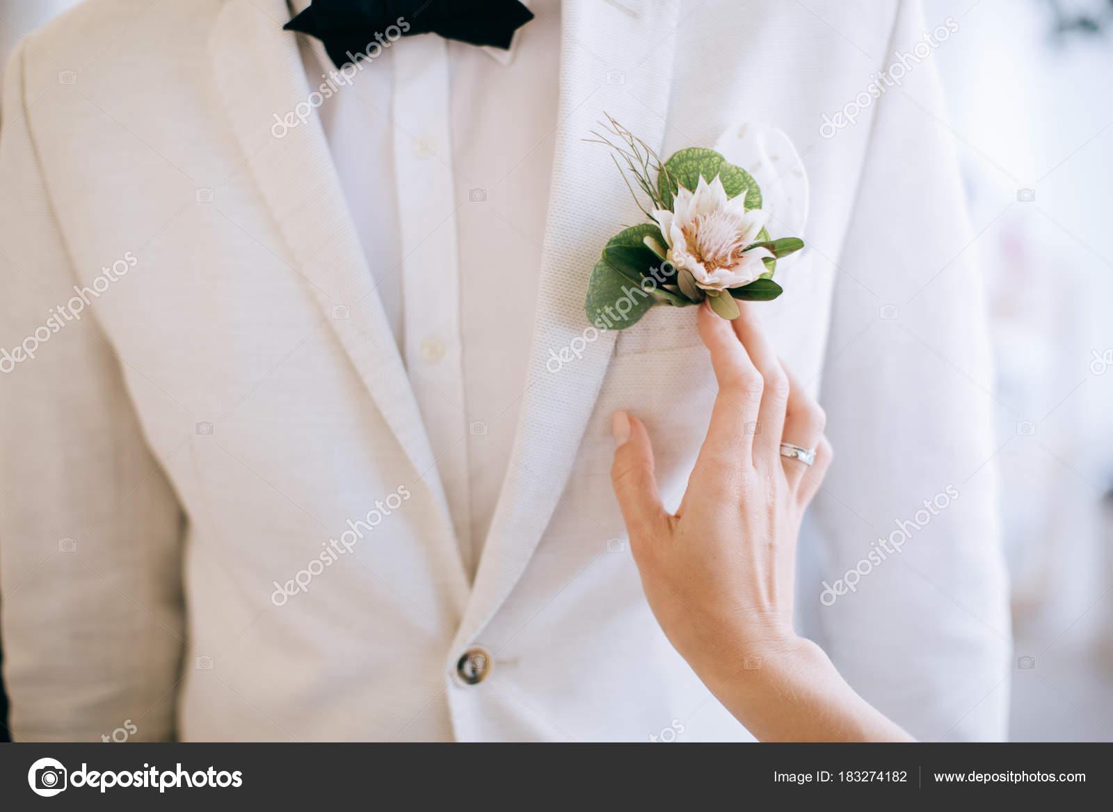 Groom White Wedding Suit — Stock Photo © beorm #183274182