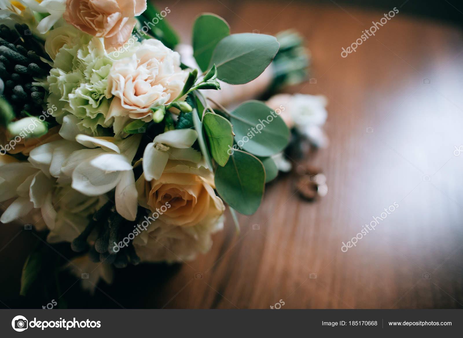 Flower Bouquet Wedding Rings — Stock Photo © beorm #185170668