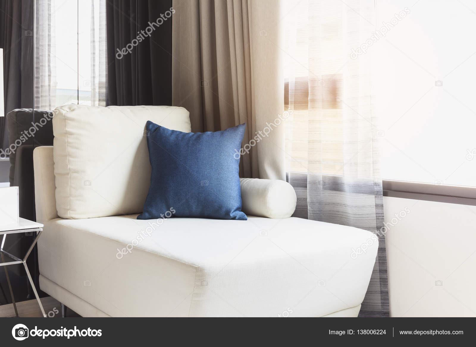 Sitz Sofa mit Kissen moderne Home Interior Dekoration — Stockfoto ...