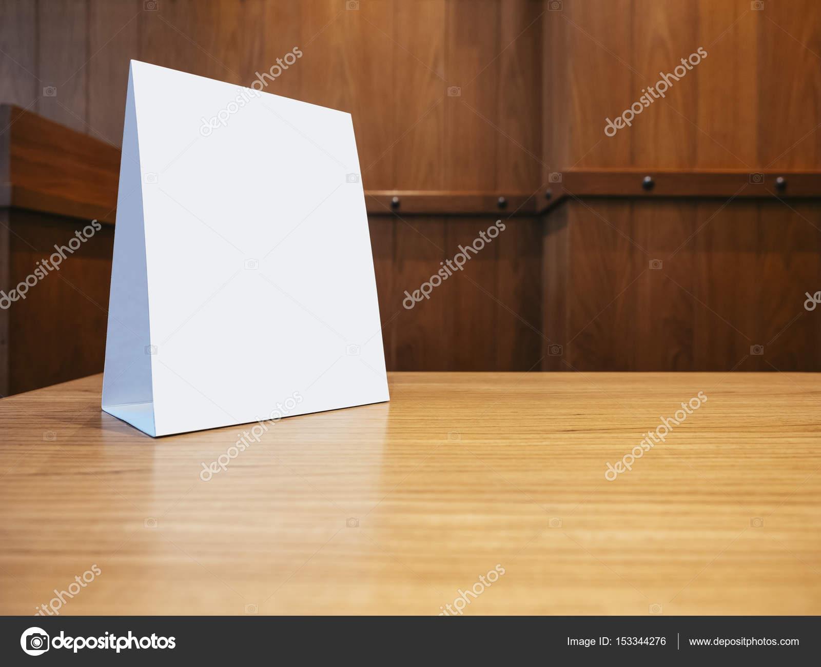 Simulacros de plantilla de cuadro de menú en mesa de restaurante ...