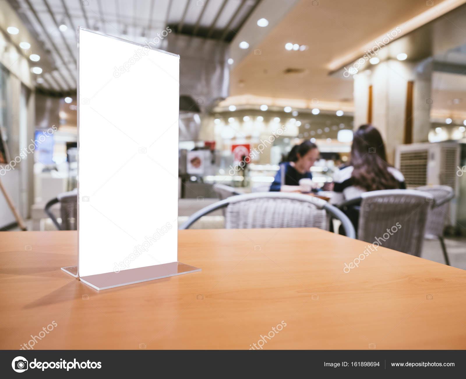 Se burlan del marco del menú en mesa de Bar Restaurante Cafe con ...