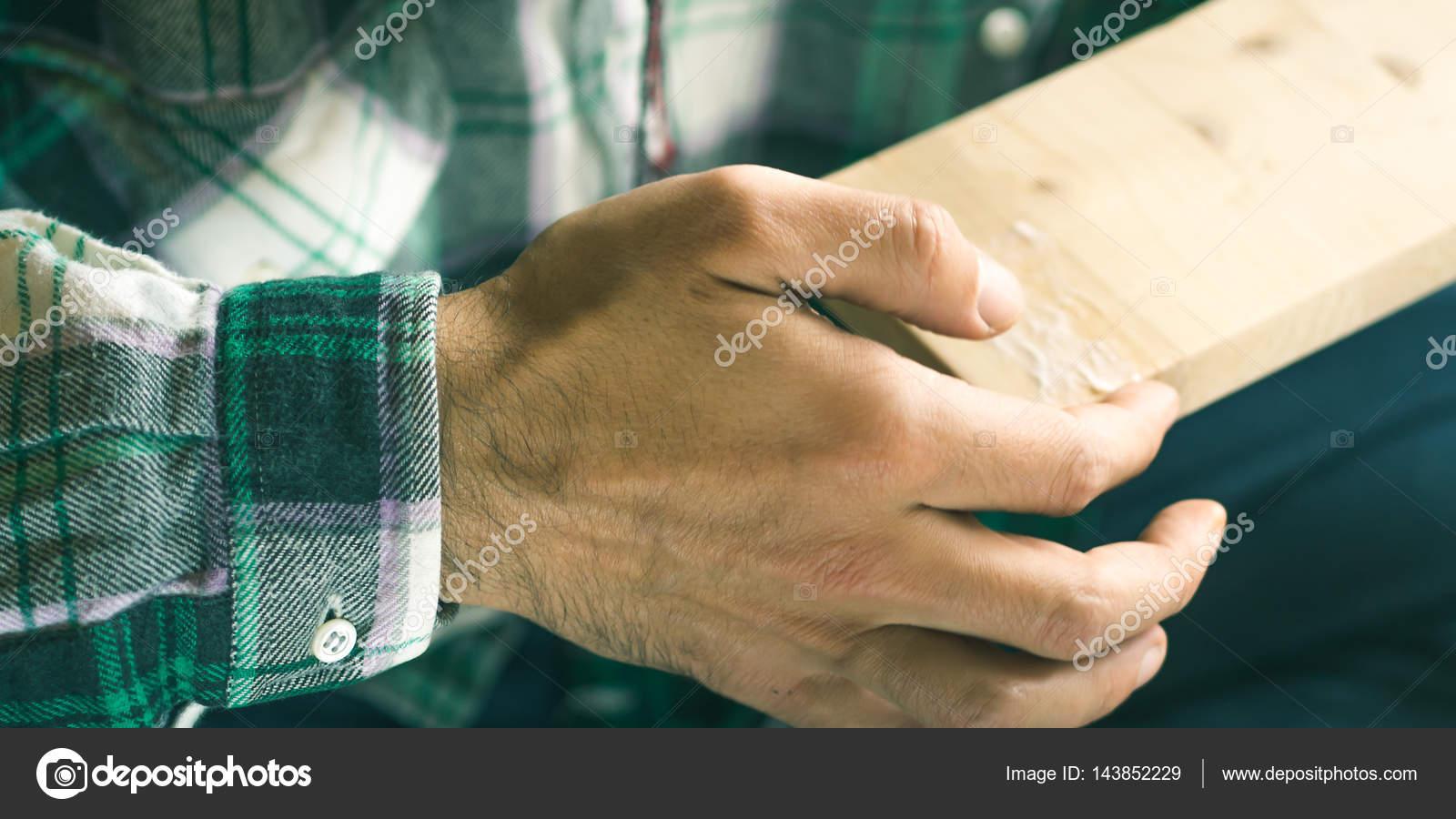 Colla Per Sedie In Legno.Uomo Creazione Oggetto Colla Di Legno Con Le Mani Processo Di Stile