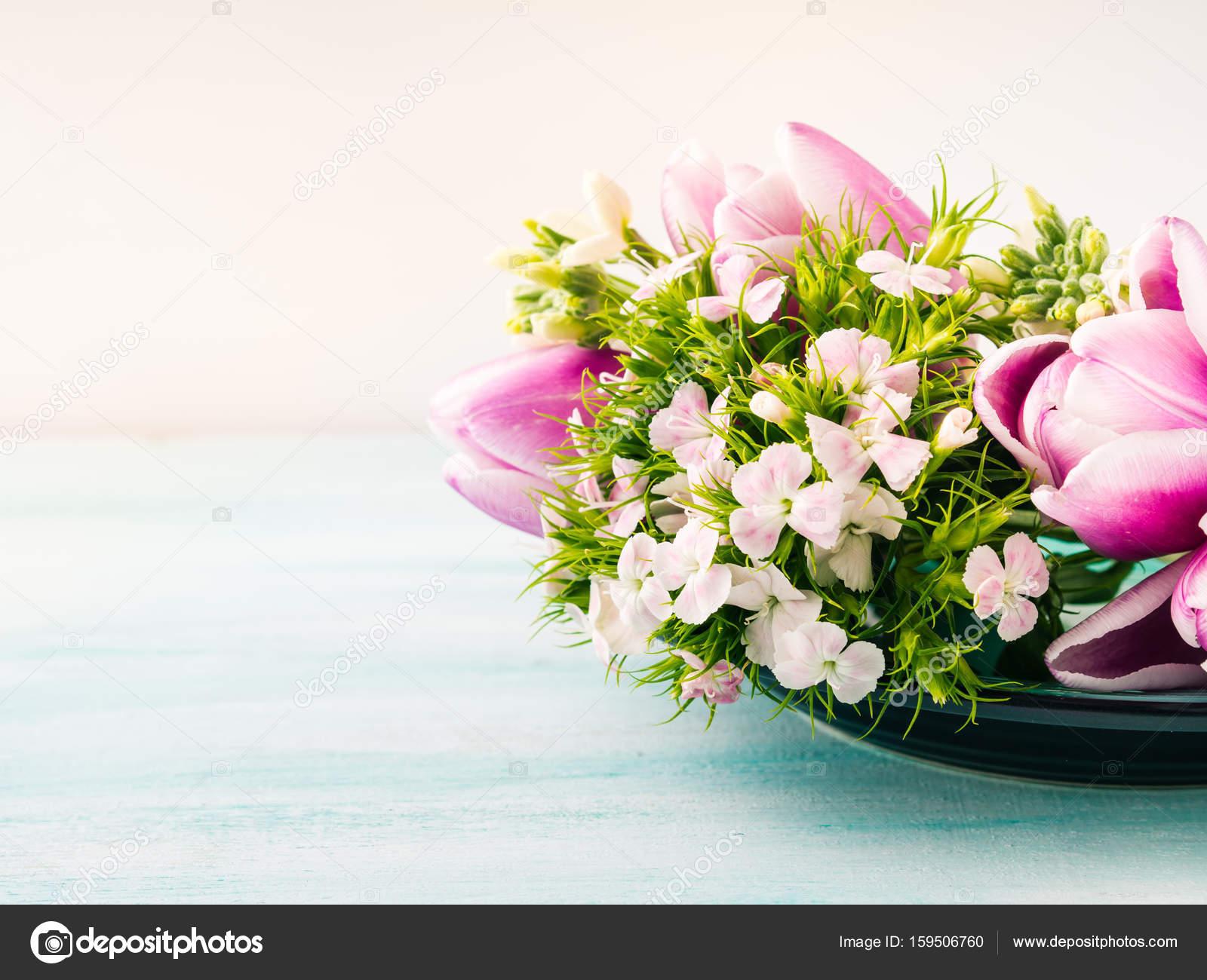 Leere Karte lila Blumen Tulpen Rosen Frühling Pastell-Farben ...