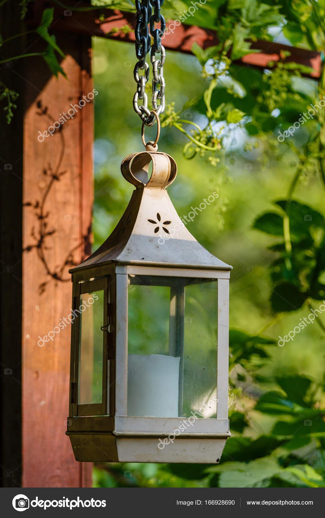 Lampe ancienne avec bougie — Photographie psvrusso © #166928690