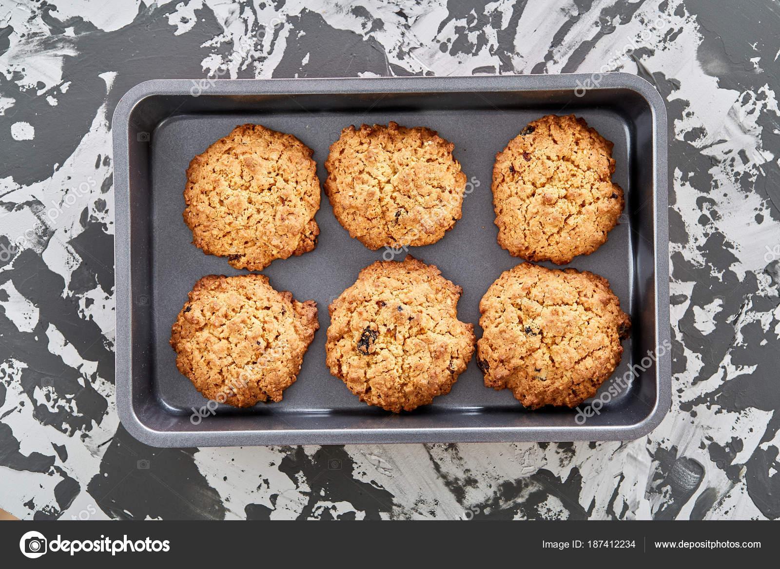 Frais Biscuits Cuits Au Four Sur Une Plaque à Biscuits Vue