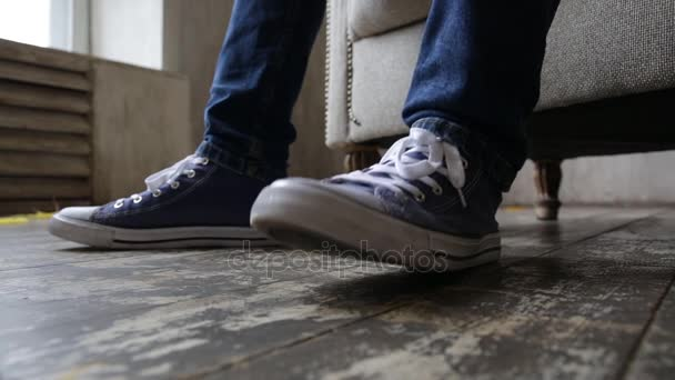 tenisky na nohou, dupot nohou