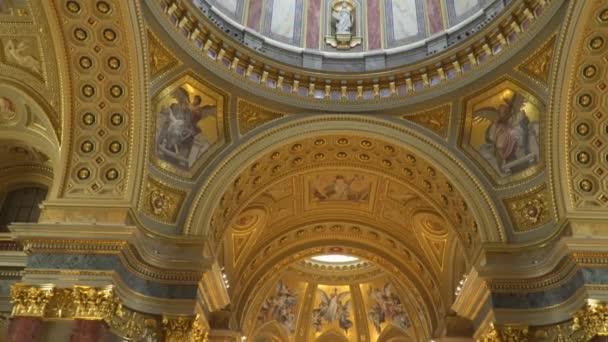 A Szent István-Bazilika belsejét