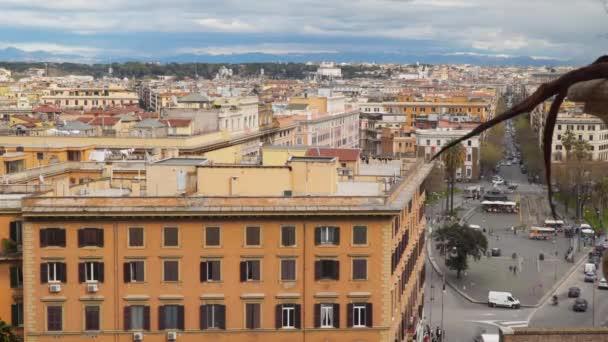 Pohled na střechách budov v Římě