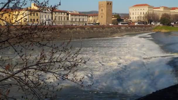 Itálie Florencie řeky Arno vodopád