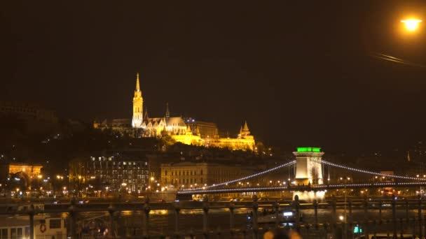 Fishermans Bastion és Széchenyi hídon éjjel. Magyarország-Budapest