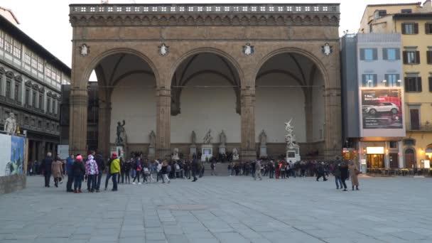 Florencie, Itálie - 22. března 2018: The Loggia dei Lanzi, nazývané také Loggia della Signoria, je budova na rohu náměstí Piazza della Signoria