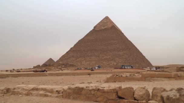 Pyramida Khafrova nebo Chefrenova je druhá nejvyšší a druhá největší ze starověkých egyptských pyramid v Gíze