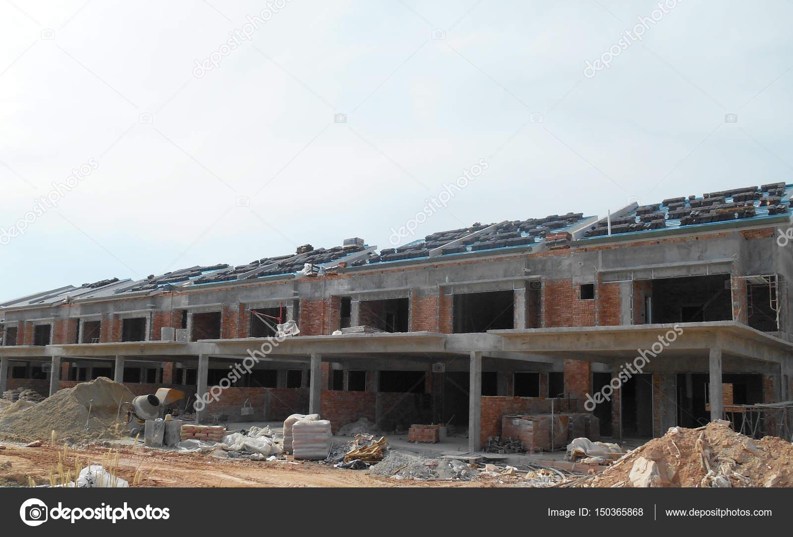 Construcción De Una Casa De Dos Pisos Fachada De Casa De