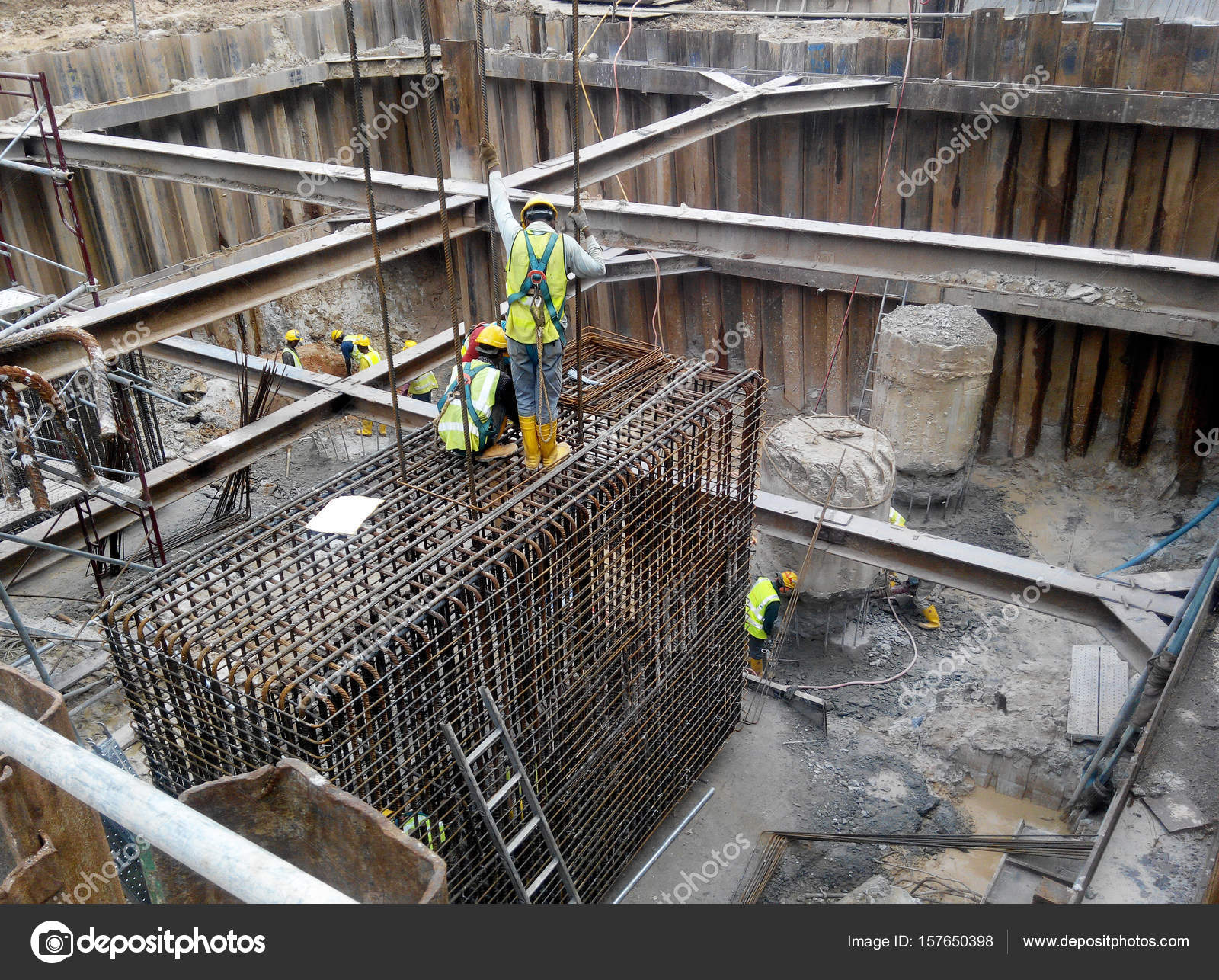 Sheet Pile Cofferdam Retaining Wall At The Construction