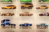 KUALA LUMPUR, MALAYSIA -MARCH 01, 2020: Válogatott összpontosított miniatűr játékok autó Hot Wheel. A gyűjtő kiállítása a nyilvánosság számára eladásra.