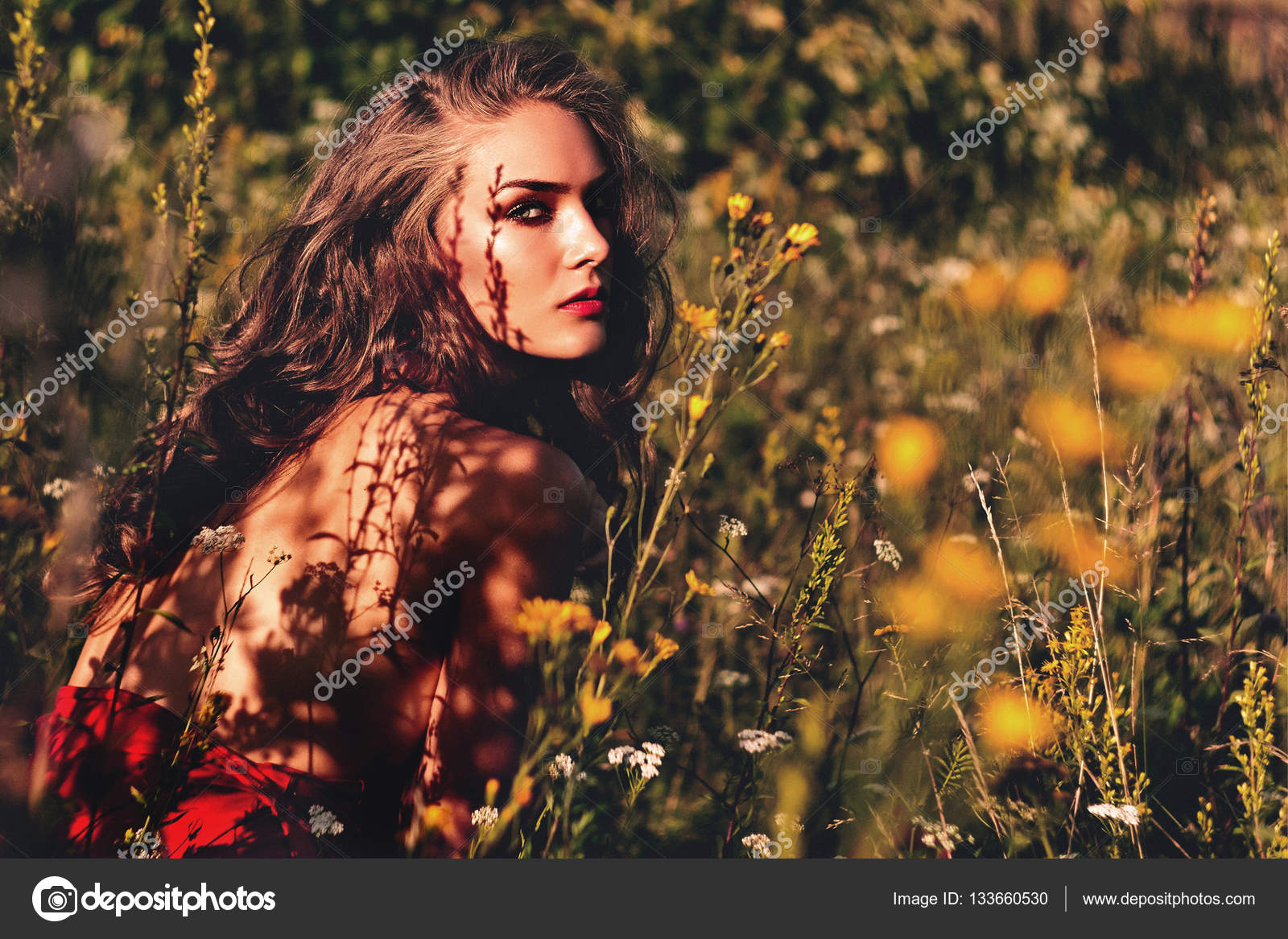 Woman in the garden. Girl flowers landscape. — Stock Photo ...