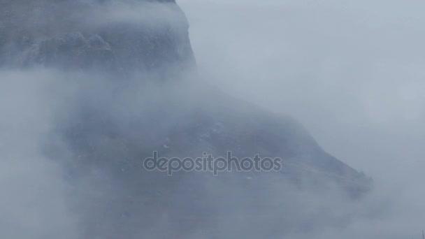 Zimní mlhy v horách