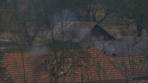 Malý dům komín kouř