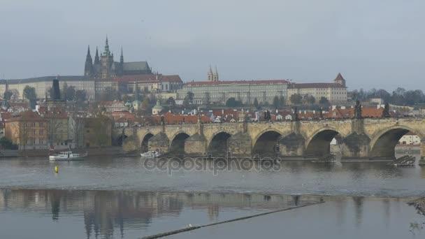 Slavného Karlova mostu v Praze, Česká republika.