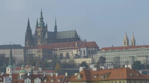 Slavné katedrály svatého Víta v blízkosti Pražského hradu.