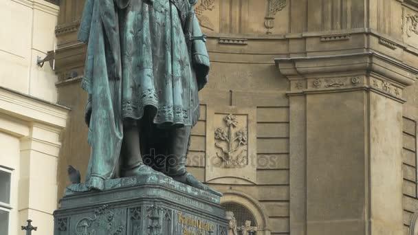 Shot bronzová socha Karla Iv., císař Svaté říše římské v Prague City-nakloněná rovina