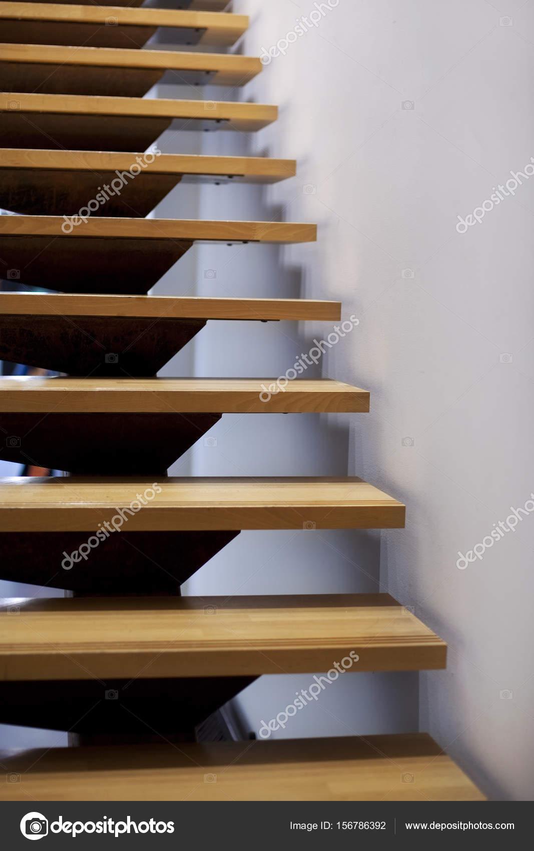 Escaleras de madera modernas fotos de stock - Escaleras de madera modernas ...