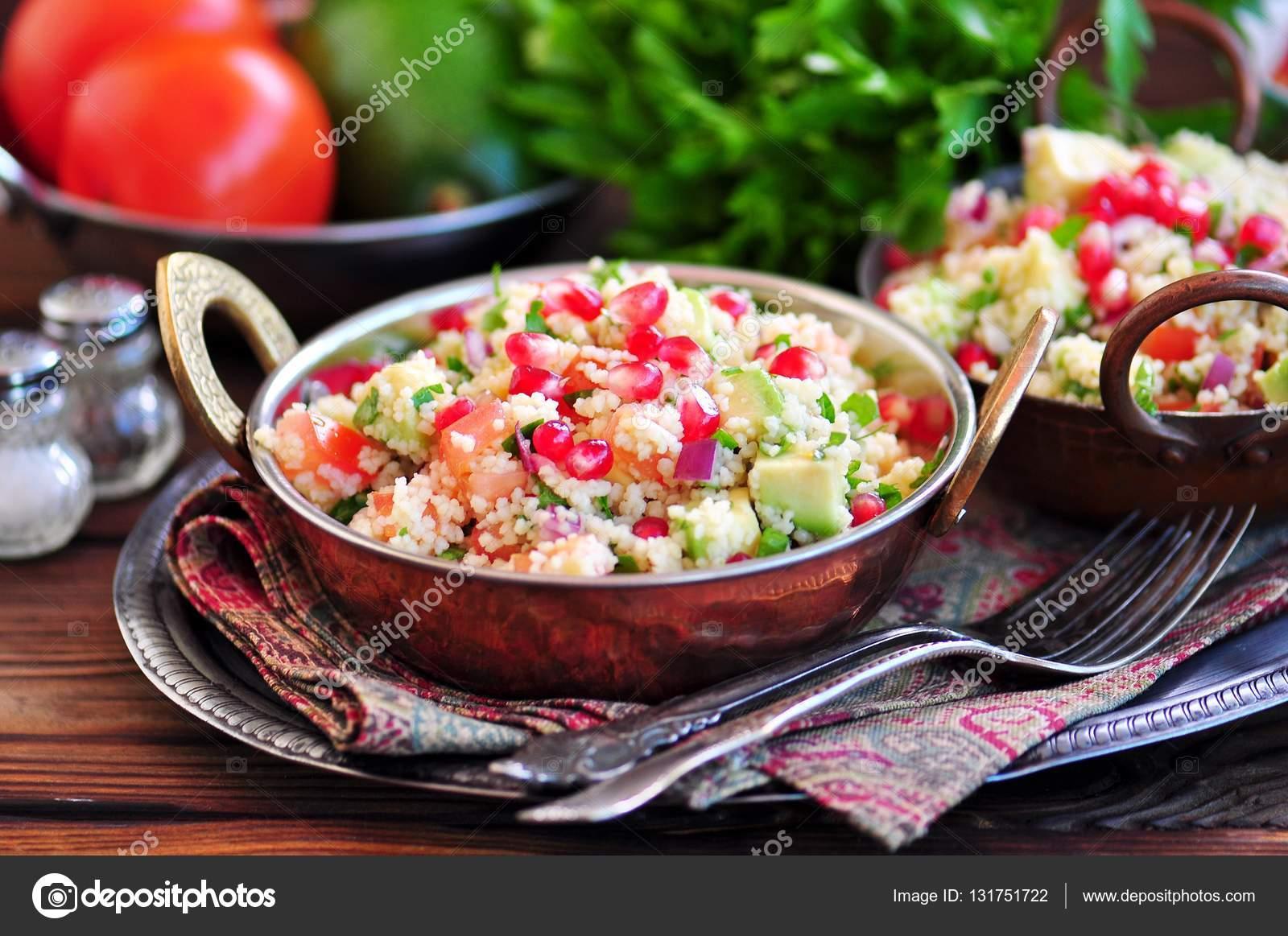 Huile Avocat Cuisine | Salade Avec Couscous Tomates Avocat Oignon Rouge Grenade Et