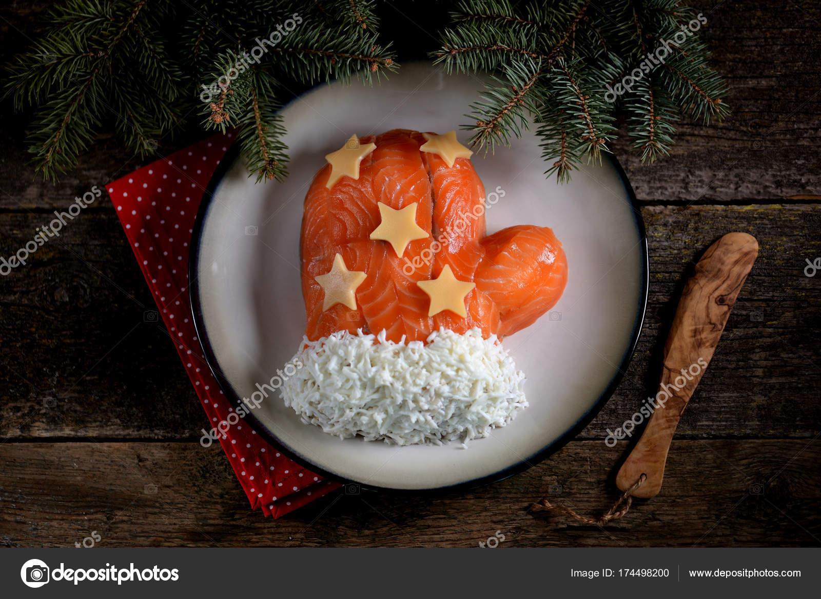 Салат на Новый год Варежка с форелью