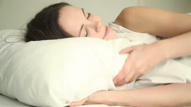 Mladá žena dobrý sen