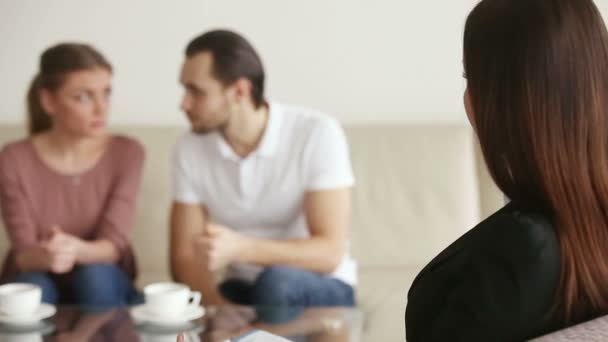 Manželský poradce poradenství rozrušený mladý pár