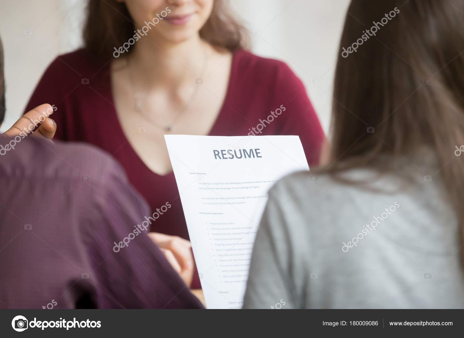 Administradores hr multirracial con lectura candidatos reanudar ...