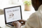 Afro-amerikai ember hotel online böngészés segítségével keresőalkalmazás l