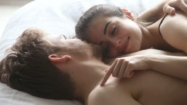 Видео подруги в постели 7