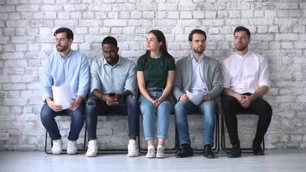 Zdůraznil různorodé etnické podnikání lidé žadatelé čekají na pracovní pohovor