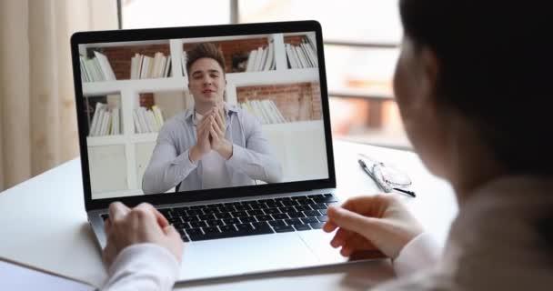 Férfi online tanár vagy edző képzés távoli diák webkamera