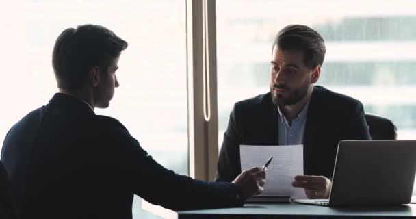 Motivovaný uchazeč o práci sdílet pracovní zkušenosti s hr manažerem.
