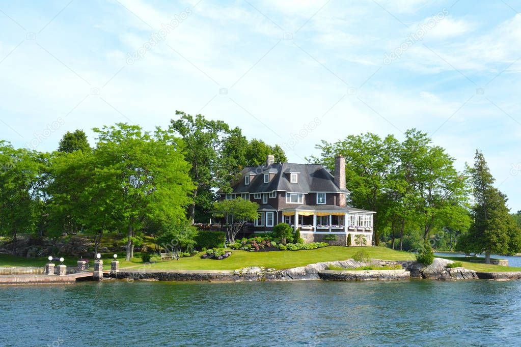Island with house in Thousand Islands Region