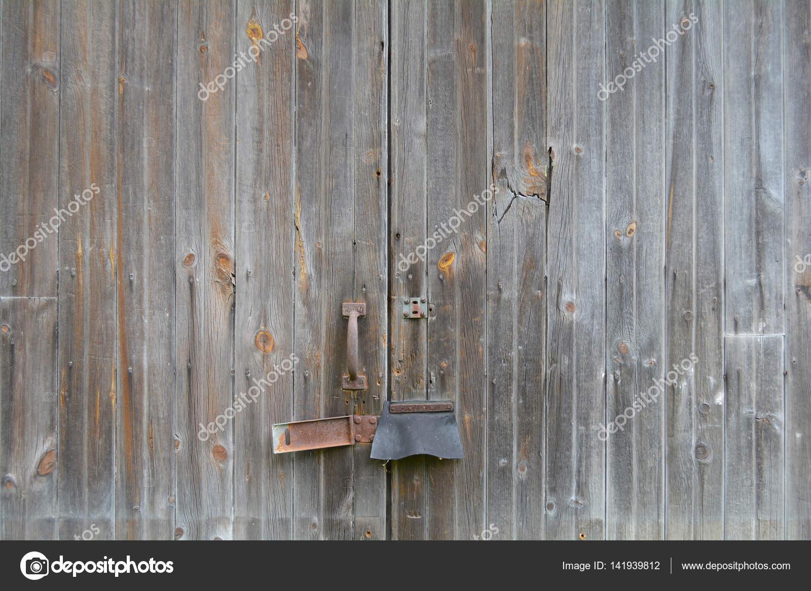 Schuur deur met roest — Stockfoto © goldenshrimp #141939812