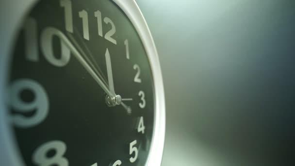 Jednoduché podrobné vytáčení hodin. Obchodní časovač. Extrémní makro se širokým 9mm objektivem s pohledem na časovou prodlevu odpočítávající 40 minut. Koncept času 4k.
